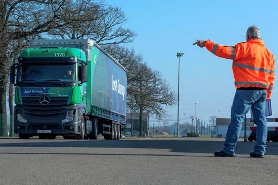 Jost_camion_operatore